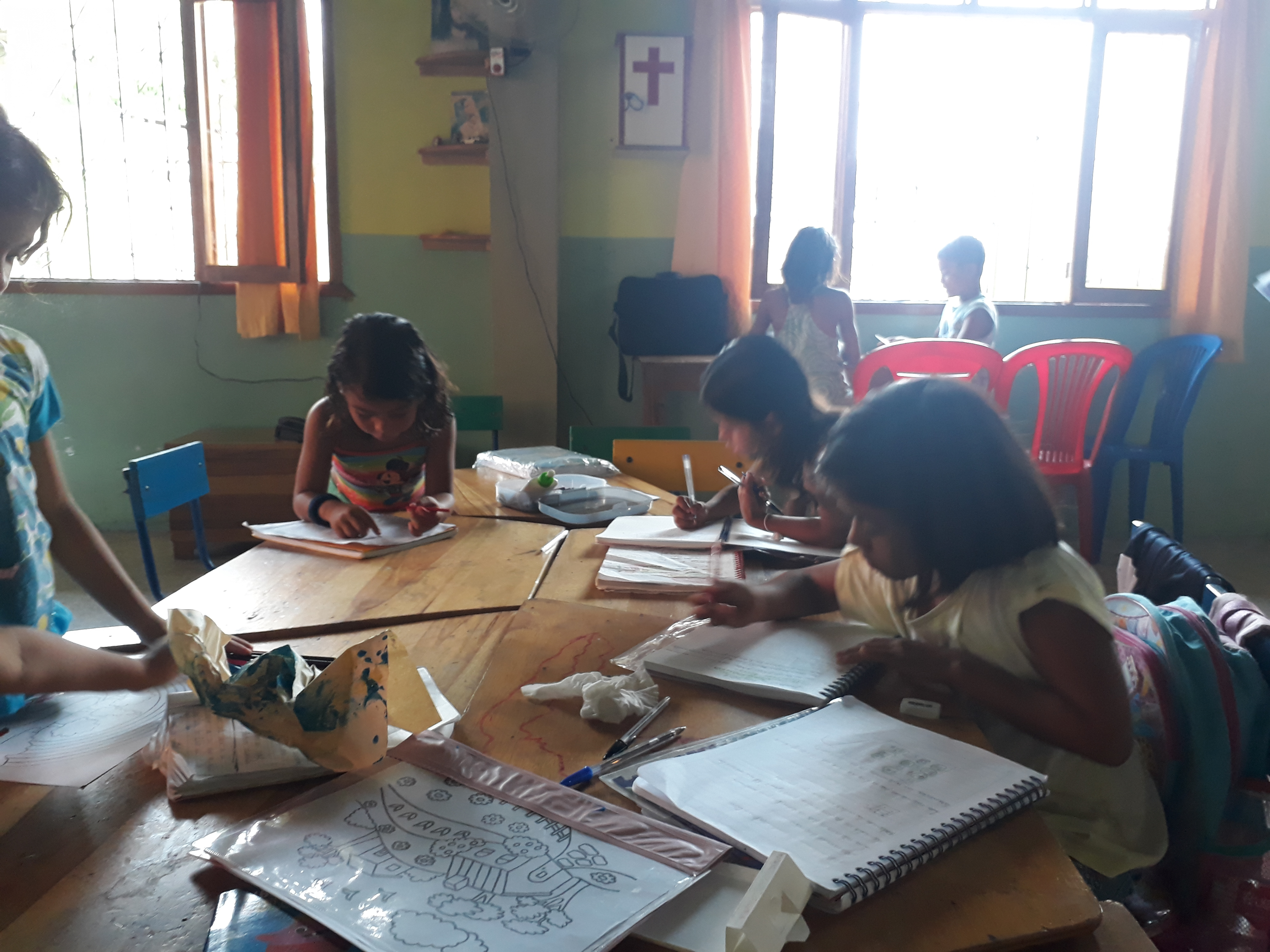 Die Kinder beim Malen